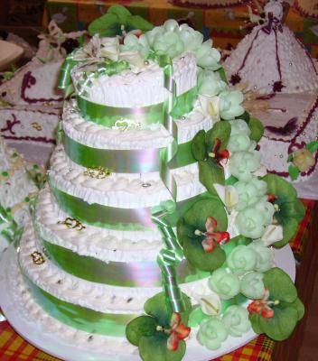 gateau fouetté pour un mariage (vert anis/blanc)